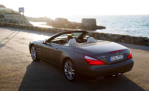 Tire, Wheel, Mode of transport, Automotive design, Vehicle, Vehicle registration plate, Car, Personal luxury car, Spoke, Fender,