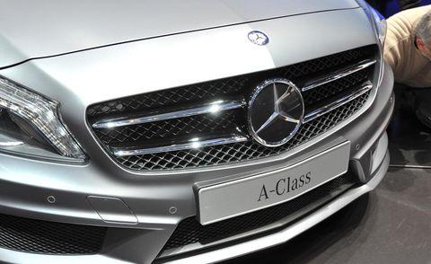 Automotive design, Mode of transport, Vehicle, Grille, Automotive exterior, Headlamp, Car, Automotive lighting, Mercedes-benz, White,
