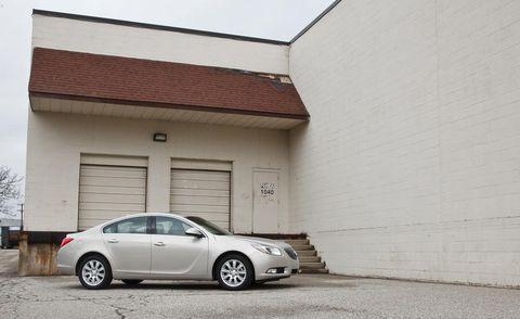 Tire, Wheel, Vehicle, Alloy wheel, Automotive parking light, Rim, Car, Fender, Wall, Mid-size car,