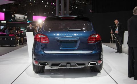 Automotive design, Automotive tail & brake light, Car, Automotive lighting, Personal luxury car, Automotive exterior, Luxury vehicle, Trunk, Bumper, Full-size car,