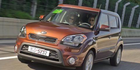 Motor vehicle, Tire, Automotive design, Vehicle, Land vehicle, Headlamp, Car, Grille, Automotive mirror, Vehicle door,