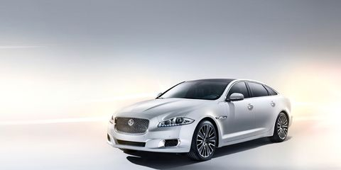 Motor vehicle, Automotive design, Vehicle, Automotive lighting, Transport, Headlamp, Automotive mirror, Car, Automotive tire, Rim,