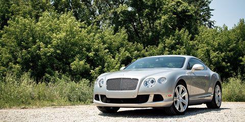 Automotive design, Vehicle, Grille, Car, Bentley, Rim, Personal luxury car, Alloy wheel, Luxury vehicle, Automotive lighting,