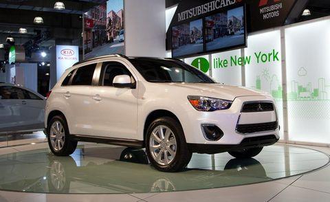 Tire, Wheel, Motor vehicle, Automotive design, Automotive tire, Product, Land vehicle, Vehicle, Automotive mirror, Automotive lighting,