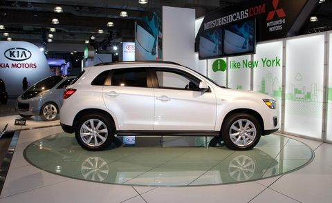 Tire, Motor vehicle, Wheel, Automotive design, Automotive tire, Vehicle, Land vehicle, Alloy wheel, Automotive mirror, Car,