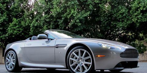 Tire, Wheel, Mode of transport, Automotive design, Vehicle, Rim, Spoke, Automotive wheel system, Car, Alloy wheel,