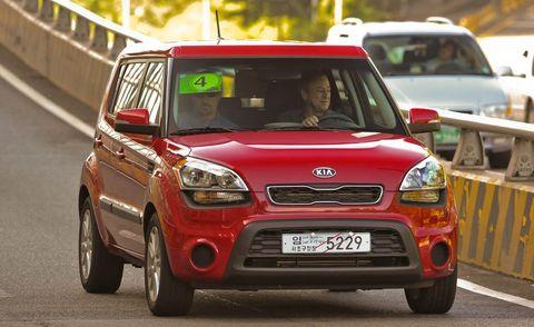 Motor vehicle, Tire, Automotive design, Vehicle, Land vehicle, Car, Vehicle registration plate, Grille, Headlamp, Automotive lighting,