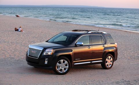 Tire, Wheel, Coastal and oceanic landforms, Vehicle, Automotive tire, Rim, Car, Grille, Automotive parking light, Ocean,