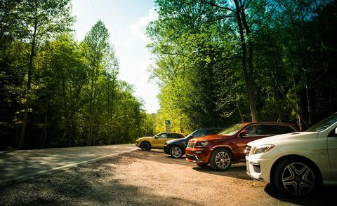 Tire, Wheel, Automotive design, Alloy wheel, Vehicle, Land vehicle, Automotive parking light, Rim, Automotive lighting, Automotive tire,