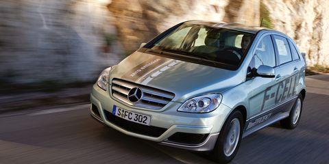Tire, Automotive design, Vehicle, Automotive mirror, Vehicle registration plate, Hood, Car, Windscreen wiper, Glass, Rim,