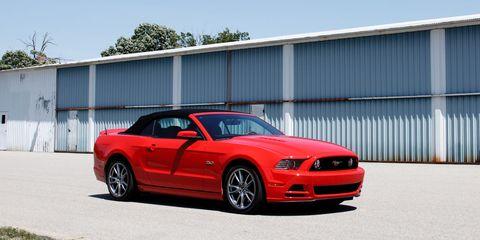 Tire, Automotive design, Automotive tire, Vehicle, Hood, Infrastructure, Rim, Car, Automotive lighting, Headlamp,