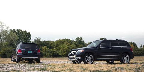 Tire, Wheel, Vehicle, Land vehicle, Automotive tire, Car, Rim, Automotive tail & brake light, Alloy wheel, Fender,