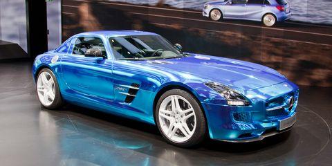 Tire, Wheel, Automotive design, Vehicle, Land vehicle, Car, Performance car, Hood, Rim, Automotive mirror,