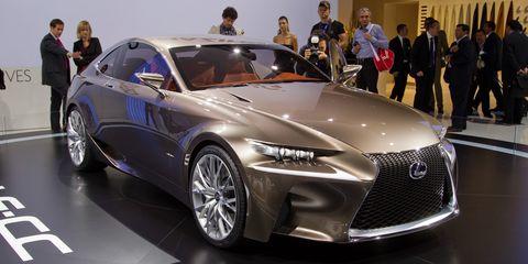 Wheel, Tire, Automotive design, Vehicle, Land vehicle, Event, Car, Personal luxury car, Auto show, Exhibition,
