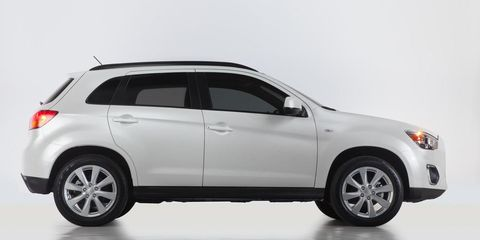 Tire, Motor vehicle, Wheel, Automotive tire, Automotive design, Product, Vehicle, Land vehicle, Automotive exterior, Glass,