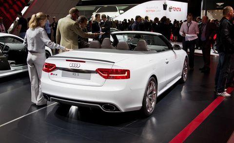 Tire, Wheel, Automotive design, Land vehicle, Vehicle, Product, Event, Vehicle registration plate, Car, Personal luxury car,