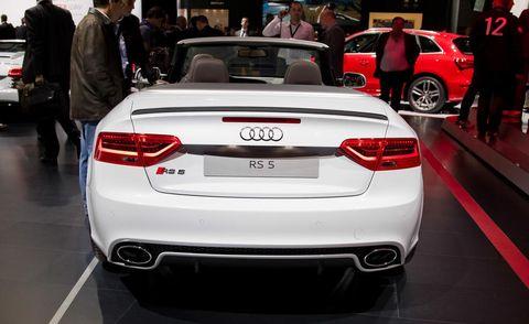 Automotive design, Vehicle, Land vehicle, Car, Personal luxury car, Vehicle registration plate, Performance car, Automotive tail & brake light, Automotive exterior, Luxury vehicle,
