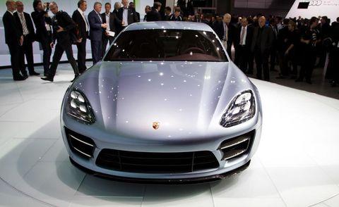 Automotive design, Vehicle, Land vehicle, Event, Car, Performance car, Personal luxury car, Sports car, Luxury vehicle, Suit,