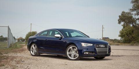 Tire, Wheel, Automotive design, Vehicle, Land vehicle, Automotive mirror, Rim, Transport, Car, Grille,