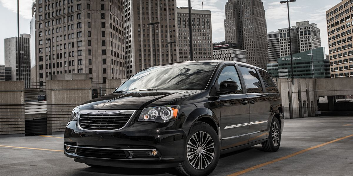 2013 Chrysler Town Amp Country S Debuts At L A Auto Show