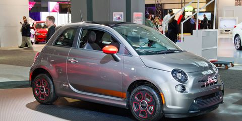 Image Marc Urbano The Manufacturer Electric Fiat 500e Can Travel Only 80 To 100 Miles Per Charge