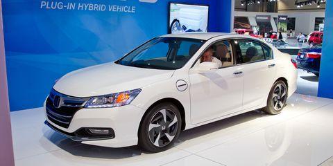 Tire, Motor vehicle, Wheel, Mode of transport, Automotive design, Vehicle, Product, Land vehicle, Event, Car,
