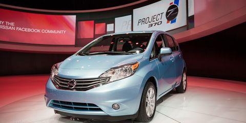 Motor vehicle, Mode of transport, Automotive design, Vehicle, Event, Transport, Land vehicle, Automotive mirror, Car, Glass,