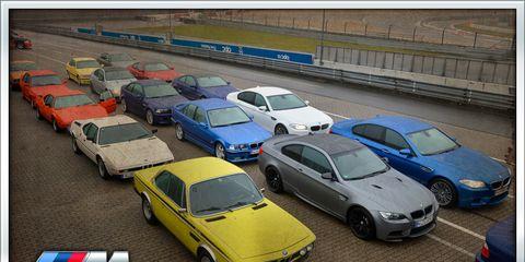 Motor vehicle, Wheel, Mode of transport, Land vehicle, Vehicle, Automotive parking light, Car, Automotive mirror, Full-size car, Sedan,