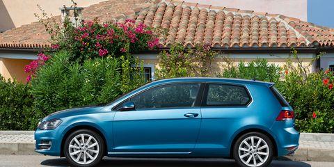 Tire, Wheel, Blue, Automotive design, Vehicle, Land vehicle, Alloy wheel, Rim, Automotive wheel system, Car,