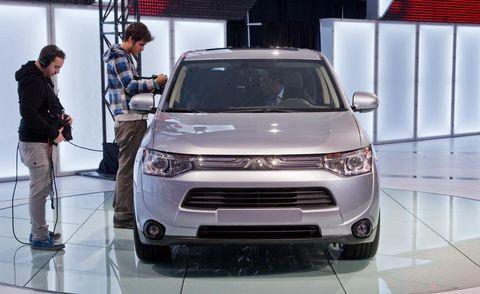 Automotive design, Product, Vehicle, Event, Grille, Car, Headlamp, Auto show, Exhibition, Sport utility vehicle,