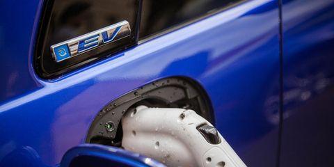 Vehicle door, Vehicle, Car, Automotive exterior, Automotive design, Auto part, City car, Automotive lighting, Wheel, Electric blue,