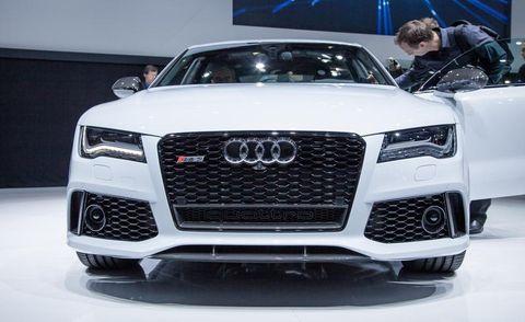 Motor vehicle, Automotive design, Vehicle, Land vehicle, Grille, Car, Audi, Automotive exterior, Personal luxury car, Headlamp,