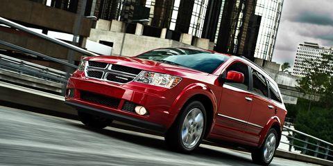 Tire, Wheel, Motor vehicle, Automotive design, Vehicle, Land vehicle, Car, Infrastructure, Automotive tire, Alloy wheel,