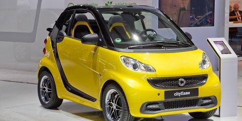 Tire, Motor vehicle, Wheel, Automotive design, Mode of transport, Vehicle, Yellow, Automotive mirror, Vehicle door, Automotive wheel system,