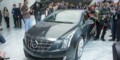 Automotive design, Event, Vehicle, Land vehicle, Grille, Personal luxury car, Car, Auto show, Exhibition, Luxury vehicle,