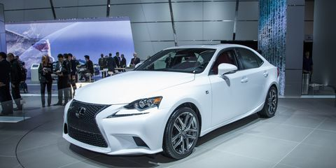 Automotive design, Vehicle, Event, Land vehicle, Car, Headlamp, Fender, Automotive lighting, Rim, Personal luxury car,