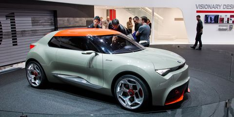 Tire, Wheel, Automotive design, Vehicle, Land vehicle, Car, Alloy wheel, Fender, Automotive wheel system, Vehicle door,