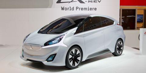 Tire, Motor vehicle, Wheel, Mode of transport, Automotive design, Transport, Vehicle, Land vehicle, Automotive mirror, Automotive tire,