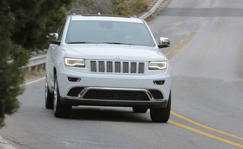 Motor vehicle, Tire, Automotive design, Automotive tire, Daytime, Road, Vehicle, Automotive mirror, Automotive exterior, Automotive lighting,