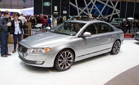Tire, Wheel, Automotive design, Vehicle, Spoke, Rim, Car, Automotive lighting, Alloy wheel, Automotive tire,