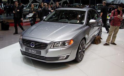 Tire, Wheel, Automotive design, Vehicle, Land vehicle, Event, Grille, Shoe, Car, Personal luxury car,