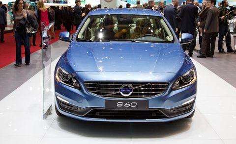 Automotive design, Event, Vehicle, Car, Grille, Personal luxury car, Mid-size car, Luxury vehicle, Exhibition, Auto show,