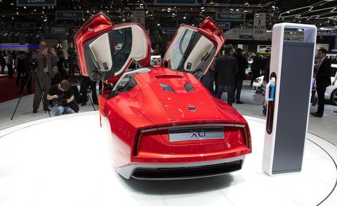 Automotive design, Vehicle, Event, Automotive lighting, Automotive tail & brake light, Car, Concept car, Exhibition, Auto show, Personal luxury car,