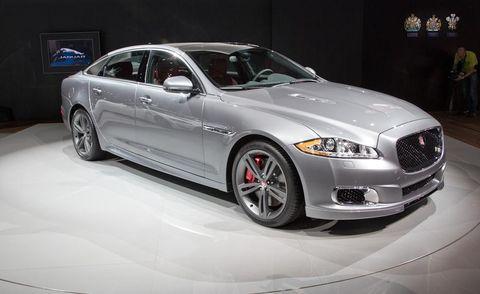 Tire, Wheel, Automotive design, Vehicle, Grille, Car, Rim, Full-size car, Automotive lighting, Personal luxury car,