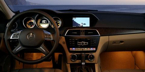Motor vehicle, Steering part, Mode of transport, Brown, Automotive design, Steering wheel, Transport, Electronic device, Center console, Automotive mirror,