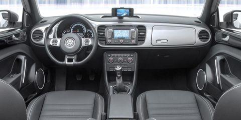 Motor vehicle, Steering part, Steering wheel, Automotive design, Vehicle audio, Automotive mirror, Center console, White, Car, Technology,