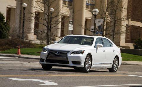 Tire, Wheel, Automotive design, Vehicle, Land vehicle, Headlamp, Road, Car, Grille, Automotive mirror,