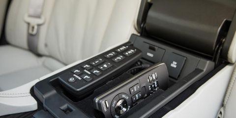 Machine, Center console, Luxury vehicle, Cameras & optics, Personal luxury car, Gear shift, Carbon, Vehicle audio, Silver, Film camera,