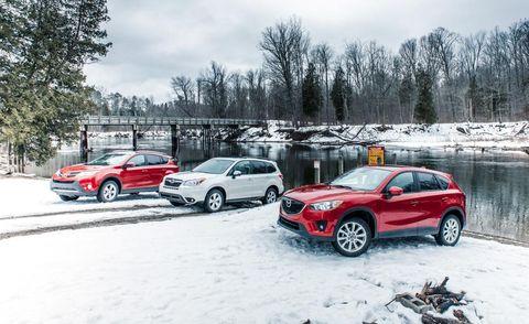 Tire, Wheel, Automotive tire, Vehicle, Land vehicle, Automotive mirror, Automotive parking light, Snow, Winter, Car,