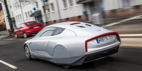 Motor vehicle, Mode of transport, Automotive design, Automotive exterior, Road, Automotive lighting, Land vehicle, Infrastructure, Car, Road surface,
